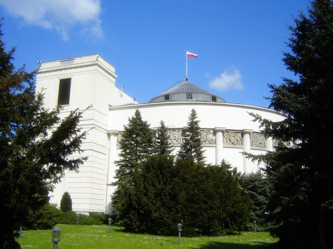gabinet lekarski i zabiegowy dla posłów za 244 tyś. zł