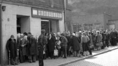 kolejka_przed_sklepem