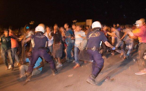 Uchodźcy zgotowali piekło mieszkańcom greckiej wyspy Lesbos... idą dalej