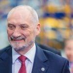 """Tomasz Piątek i jego kłamstwa. W czyim interesie dorabia się """"gęby"""" polskim politykom?"""