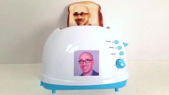 foto: grzanka z tostera firmy Burnt Impressions