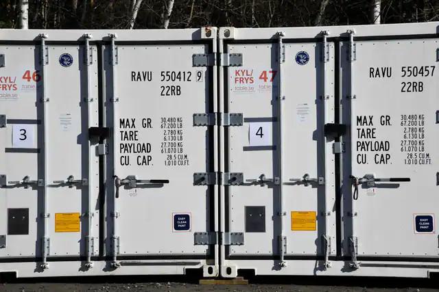 Szwecja zamawia kontenery chłodnicze na większą ilość zwłok.