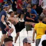 """VIDEO: Rosyjscy """"kibice"""" zdemolowali Marsylię. Brutalne ataki"""