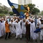 Pałasiński z TVN rok temu pokazywał jak imigranci palą Szwecję a dziś zaprasza ich do Polski i usuwa znajomych z FB