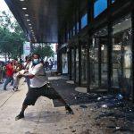 USA: wściekły tłum szturmuje siedzibę CNN po zabójstwie George'a Floyda